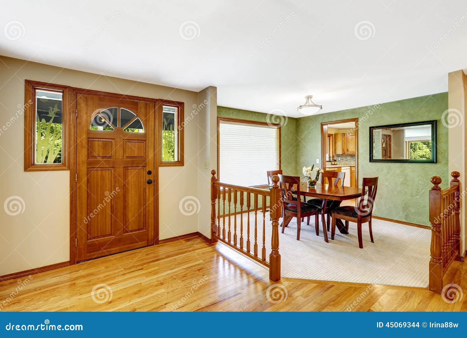 int rieur de chambre couloir d 39 entance avec la balustrade. Black Bedroom Furniture Sets. Home Design Ideas