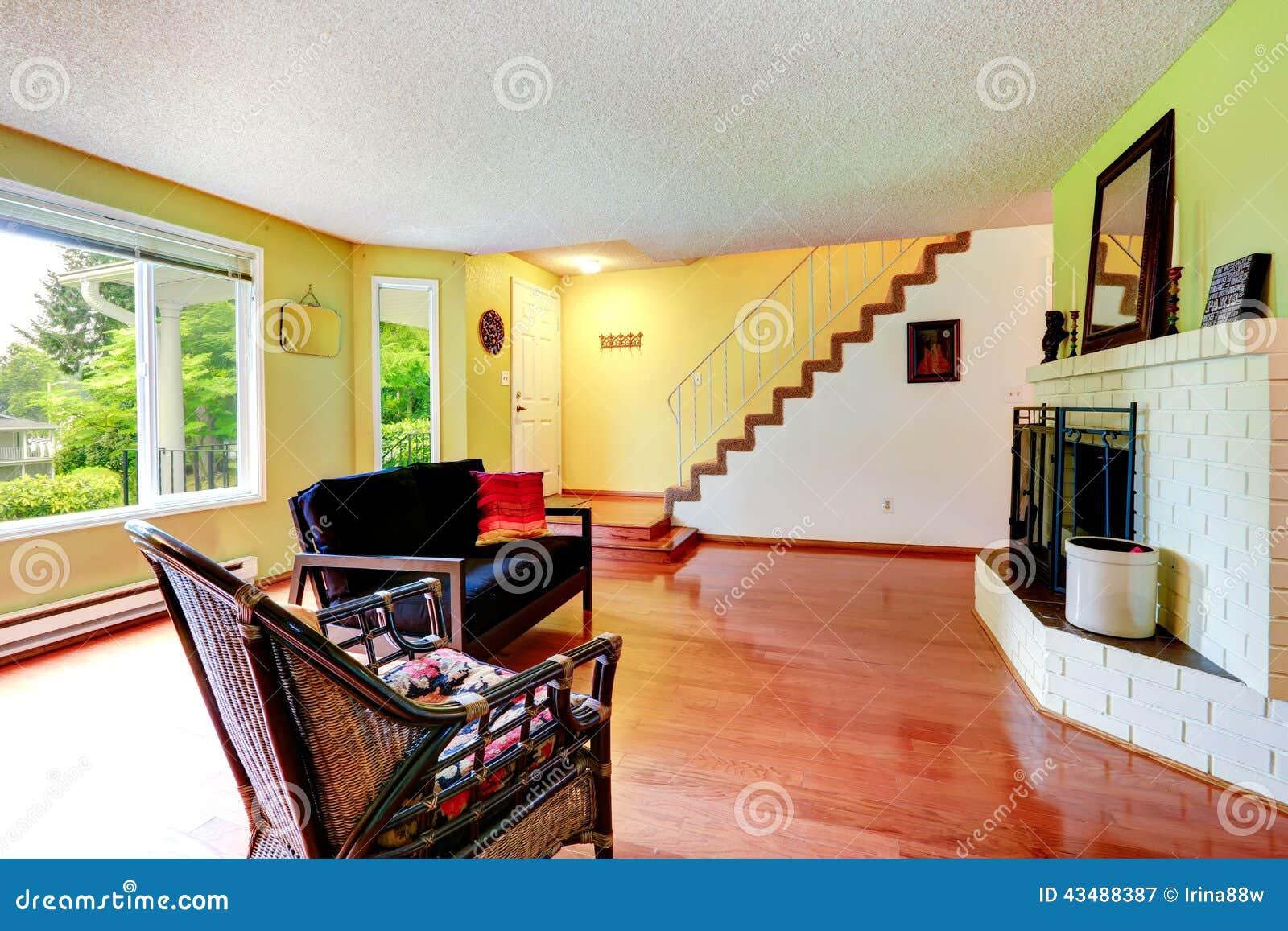 Chambre jaune et blanche for Salon avec ba