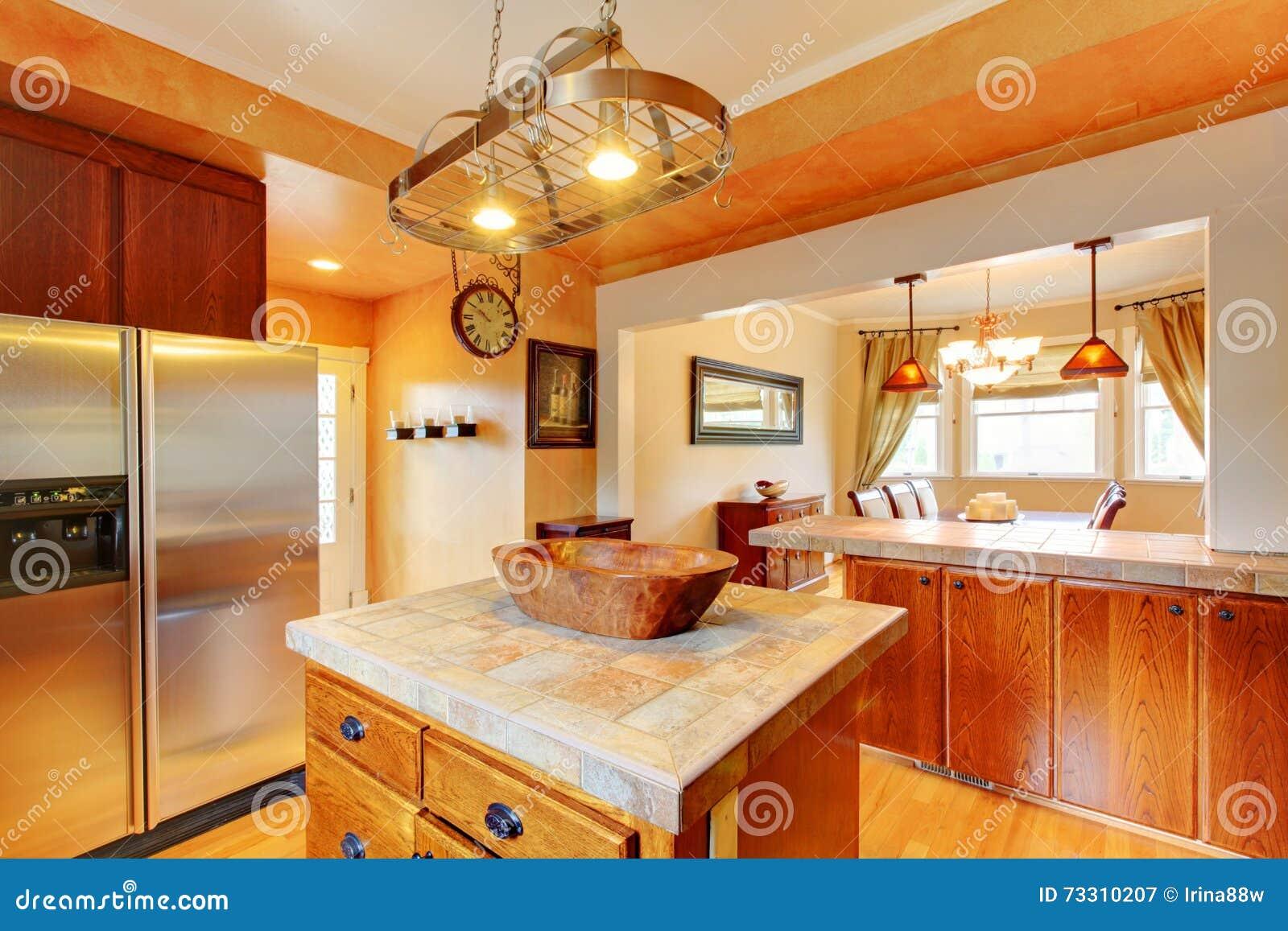 Tables Manger Dans Cuisine : Pièce de cuisine avec l � le et la table salle à manger