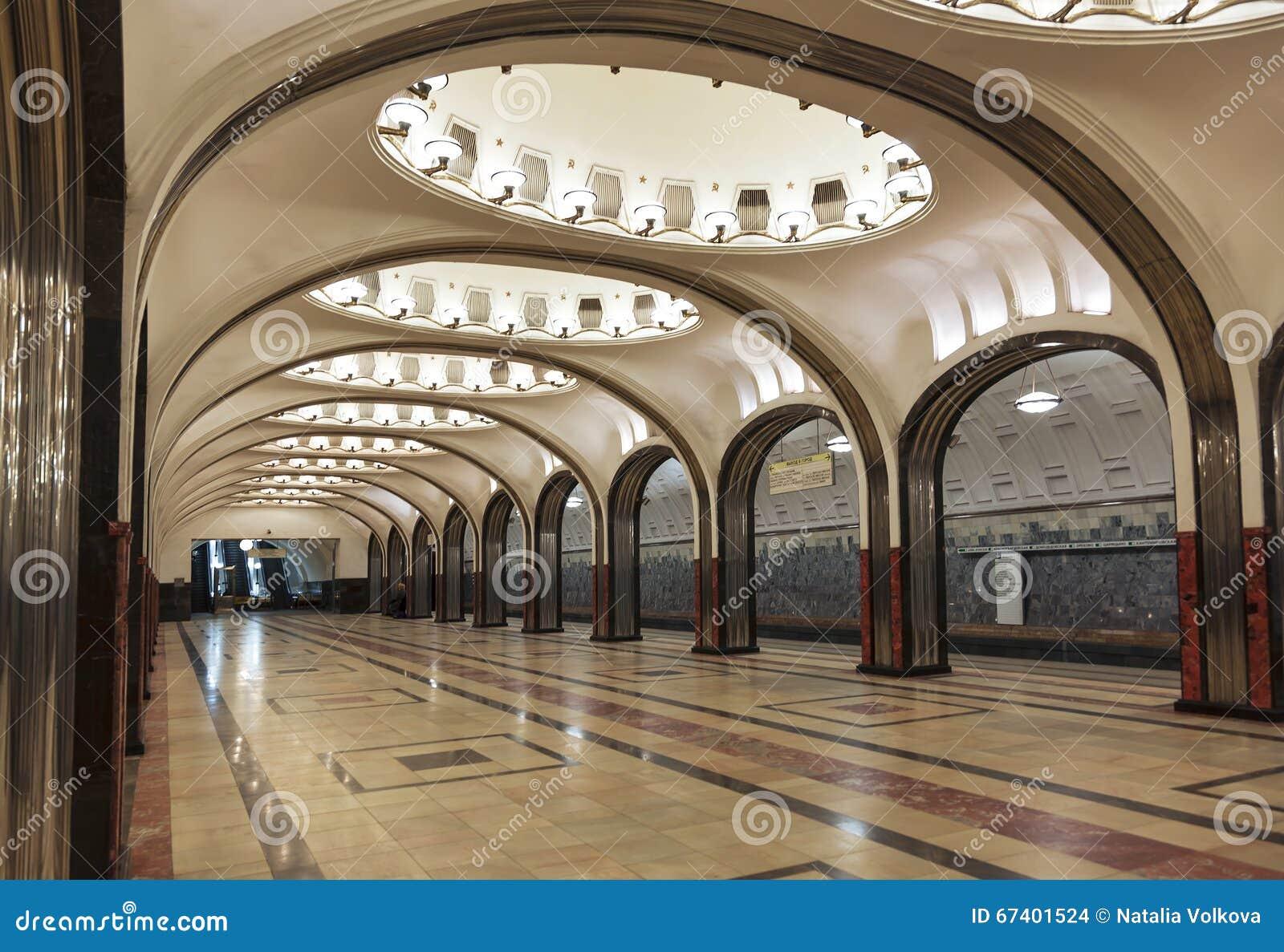 Int rieur de la station de m tro de moscou mayakovskaya for Metro interieur