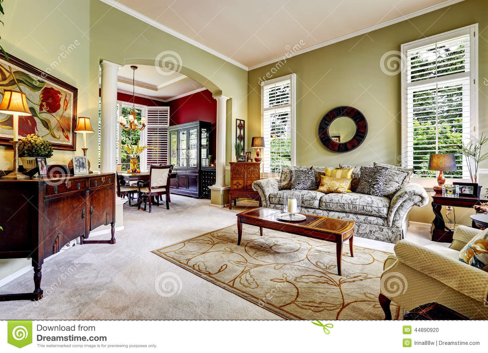 Int rieur de luxe de maison chambre familiale vert clair for Interieur luxe maison