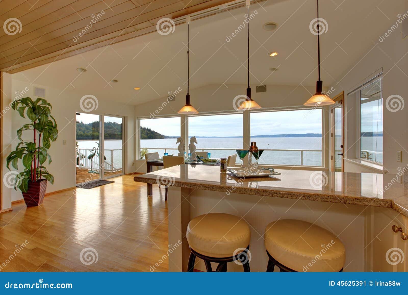 Intérieur de luxe de maison plan de travail de barre avec des ...