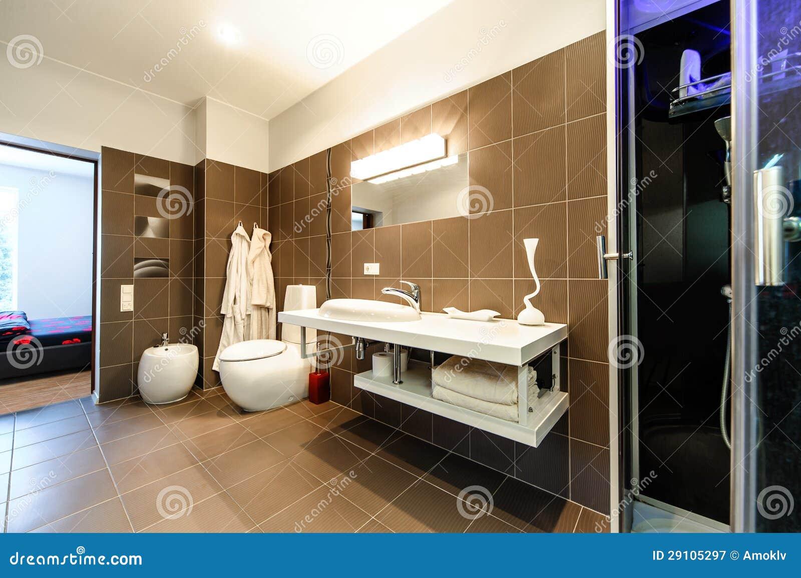 Int rieur de luxe de salle de bains moderne photographie for Salle de bain de luxe moderne