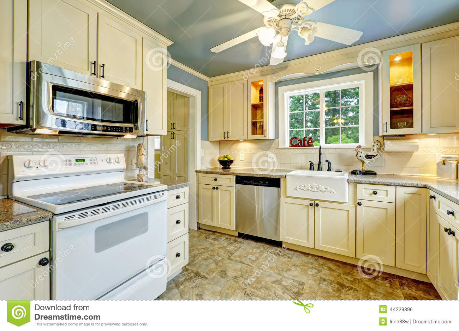 Int rieur de pi ce de cuisine dans la maison de campagne for Interieur maison de campagne