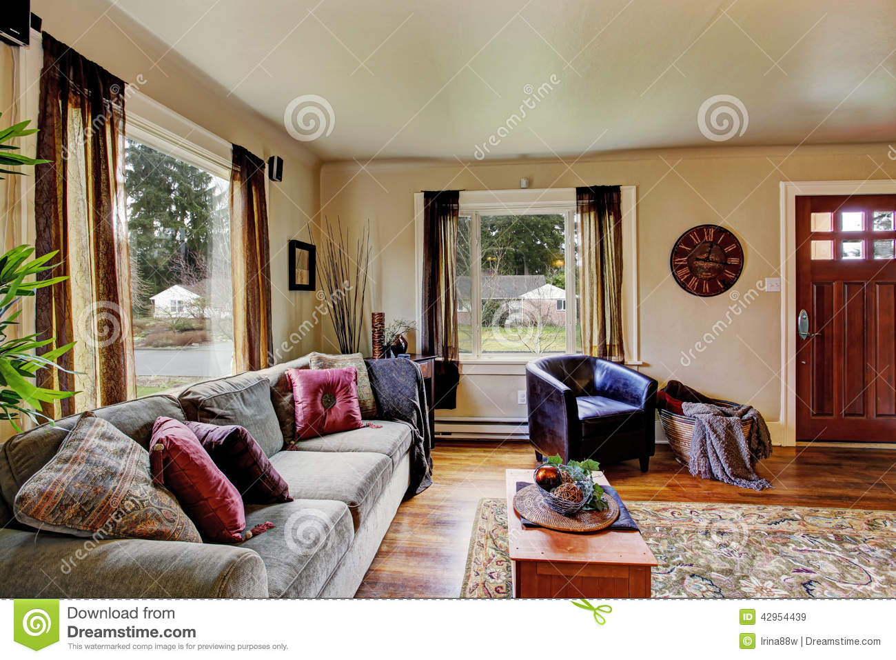 Int rieur de salon dans la maison am ricaine photo stock image 42954439 - Aoutat dans la maison ...
