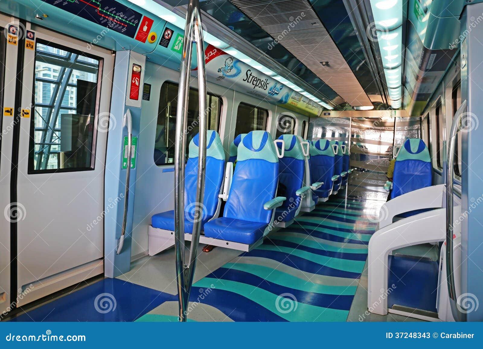 Int rieur de train de m tro duba eau photo stock for Metro interieur