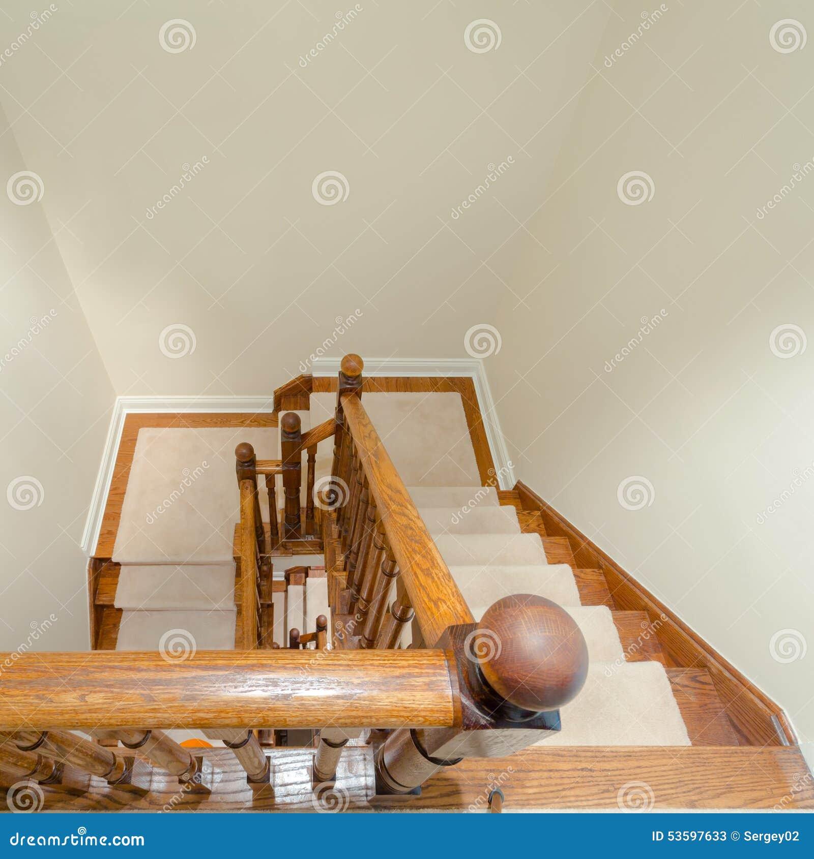 Int Rieur En Bois D 39 Escalier Photo Stock Image 53597633