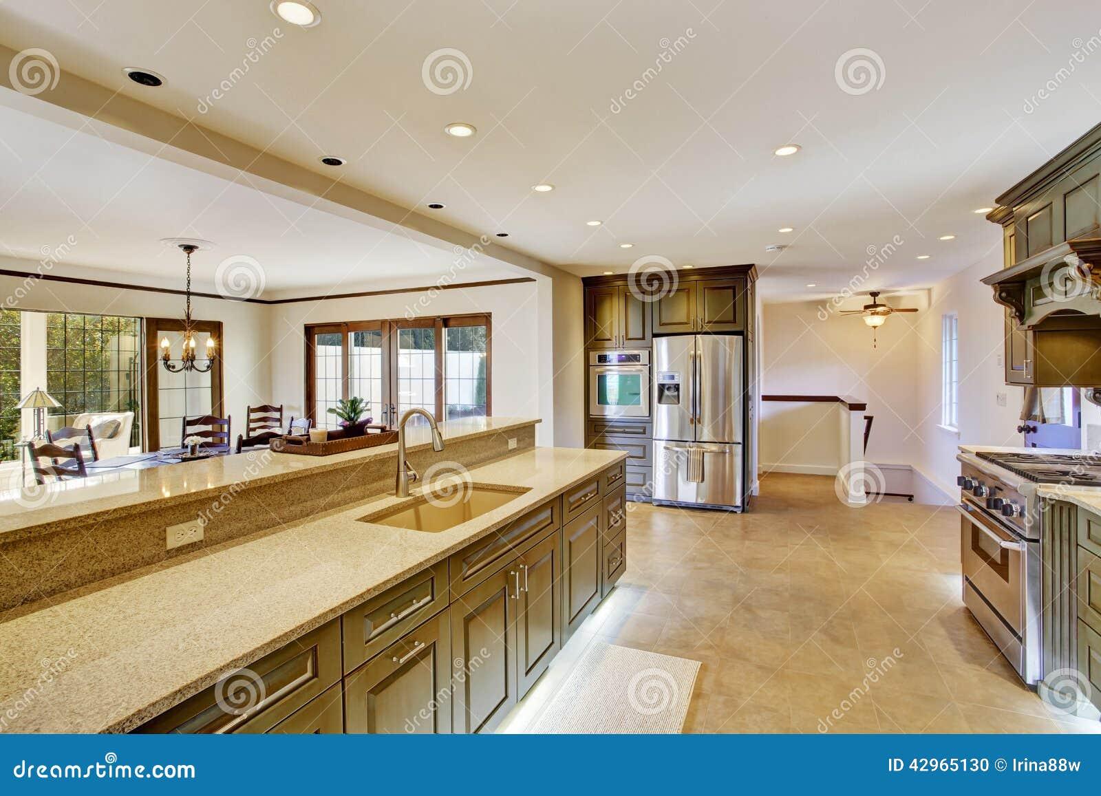 Int rieur kaki de luxe de cuisine avec la salle manger for Salle a manger de luxe en bois