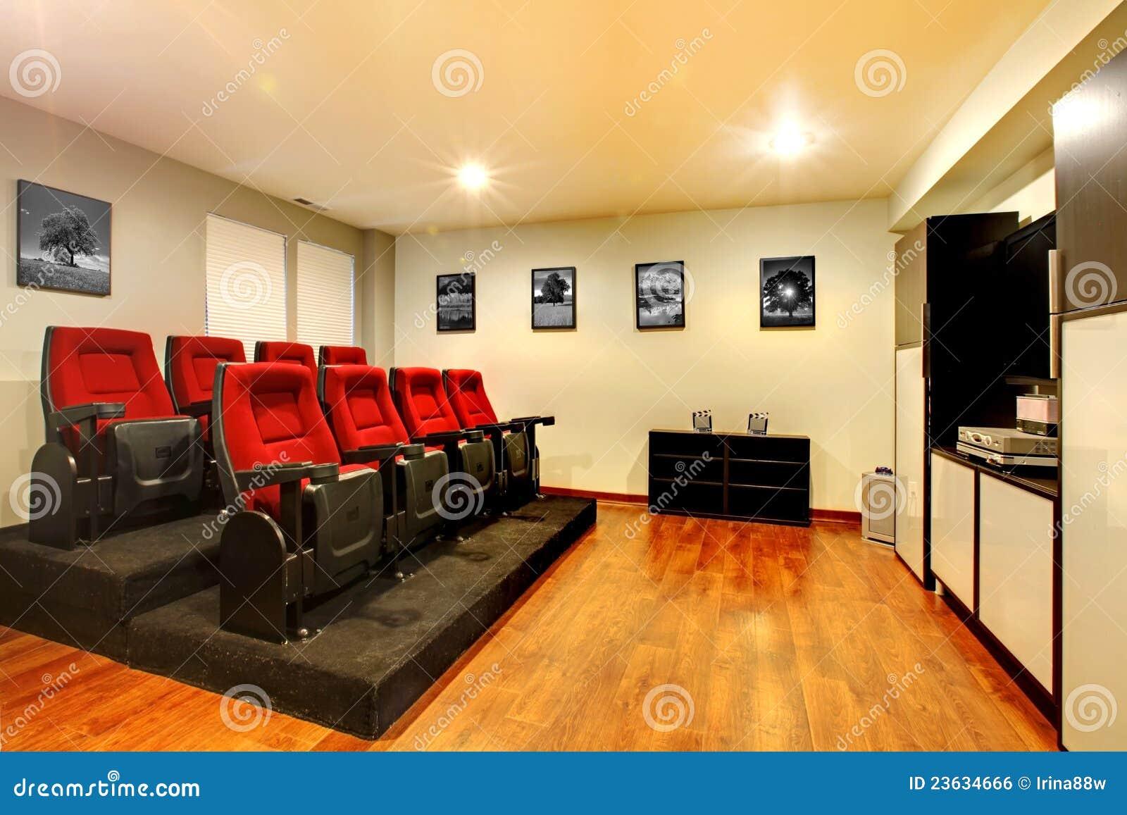 int rieur la maison de pi ce de divertissement de salle de cin ma de tv image libre de droits. Black Bedroom Furniture Sets. Home Design Ideas