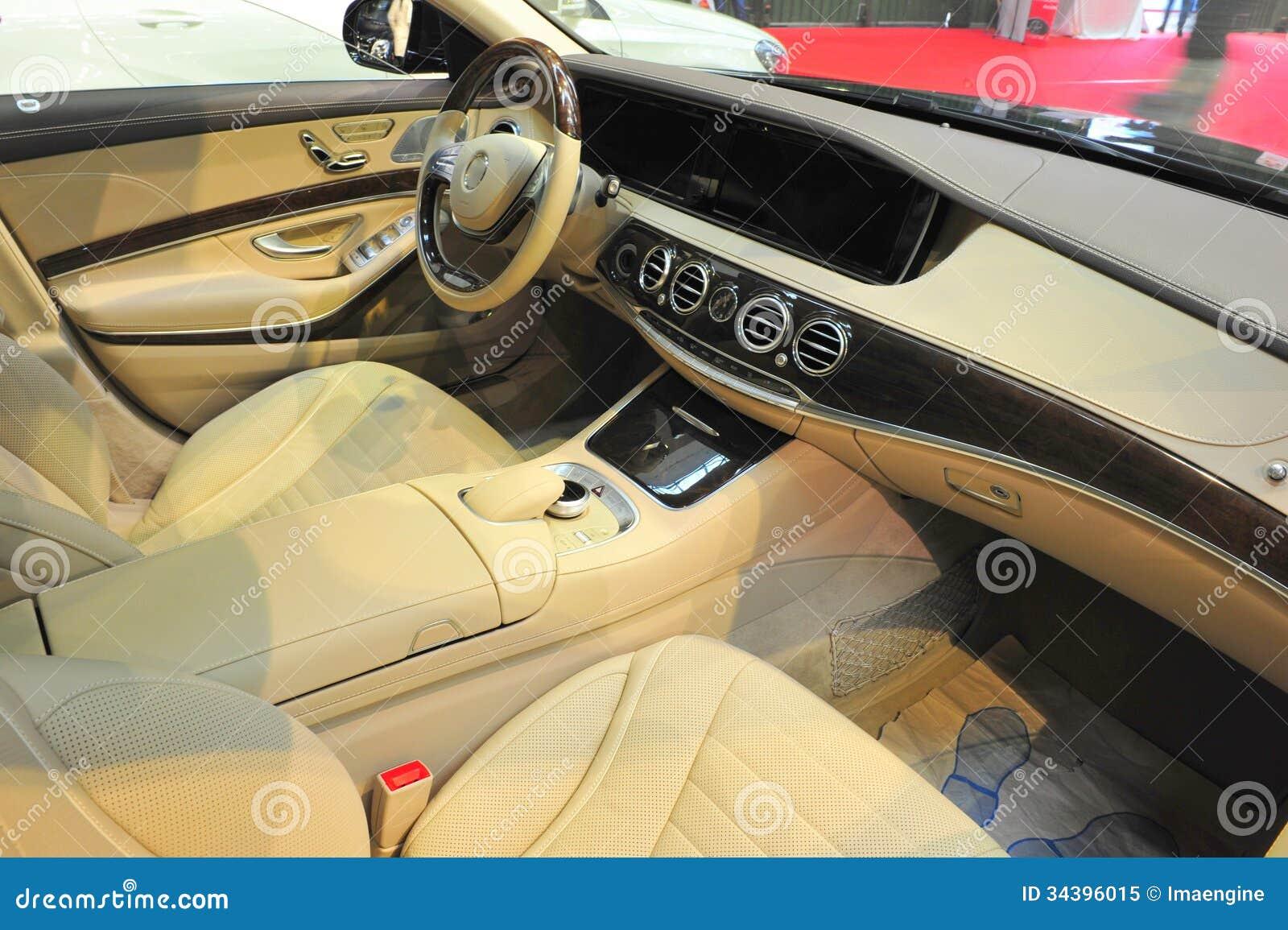 Int rieur luxueux de limousine photo libre de droits for Interieur limousine
