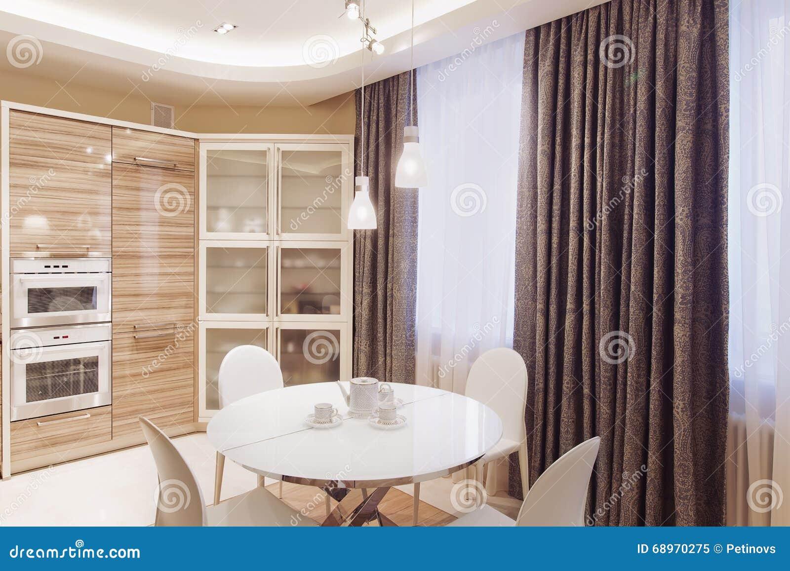 Int rieur moderne de cuisine avec la table de salle for Table moderne blanche salle manger