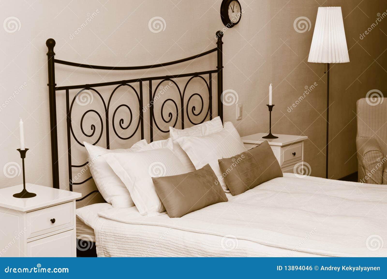 Intérieur romantique de chambre à coucher image libre de droits ...