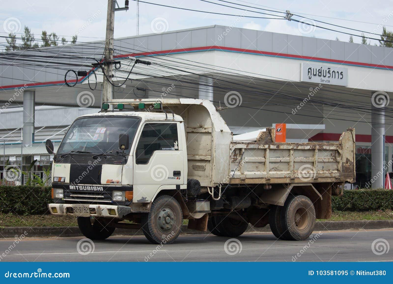 Intymny Mitsubishi Canter usyp ciężarówka