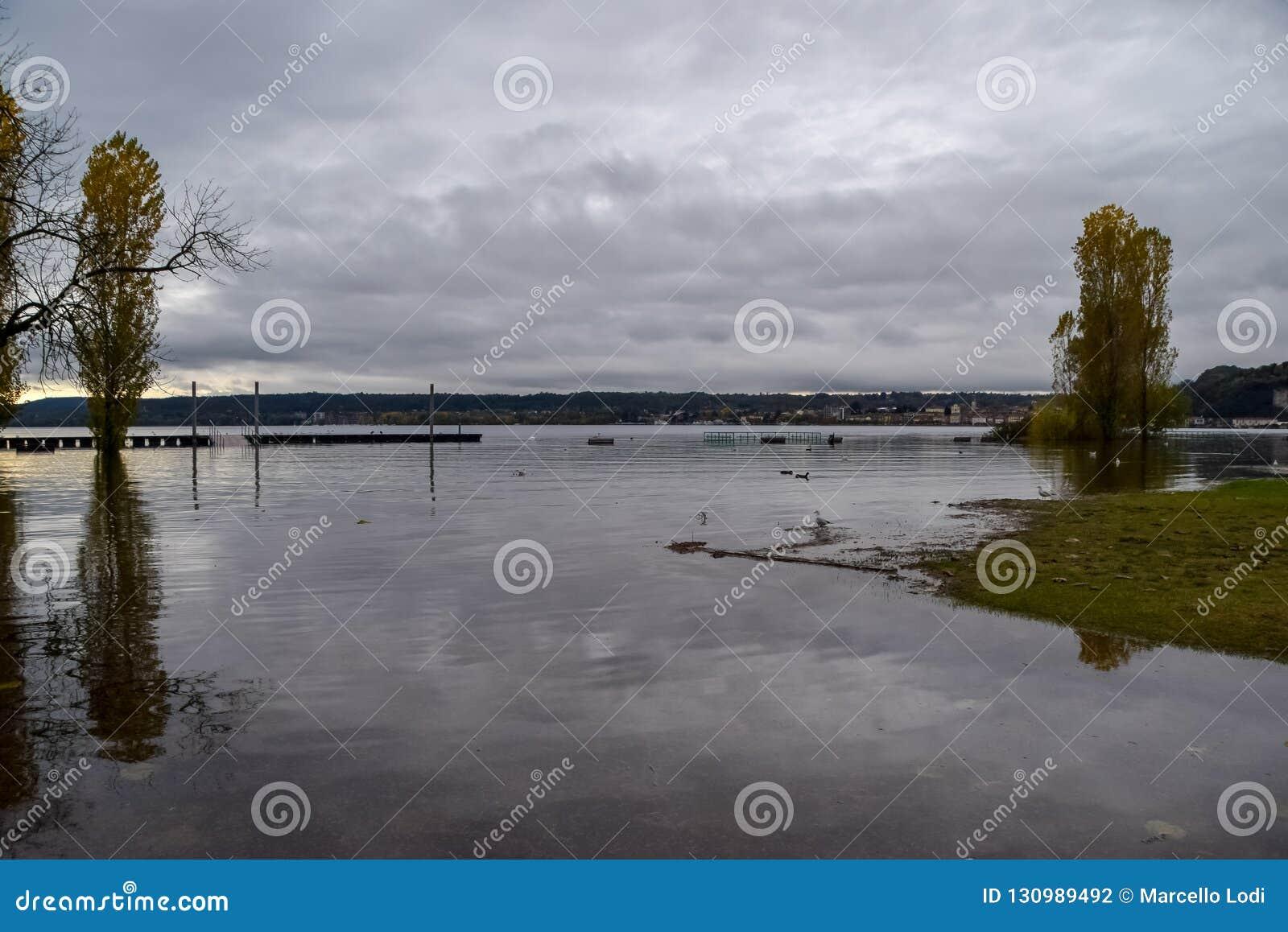 Inundação do lago