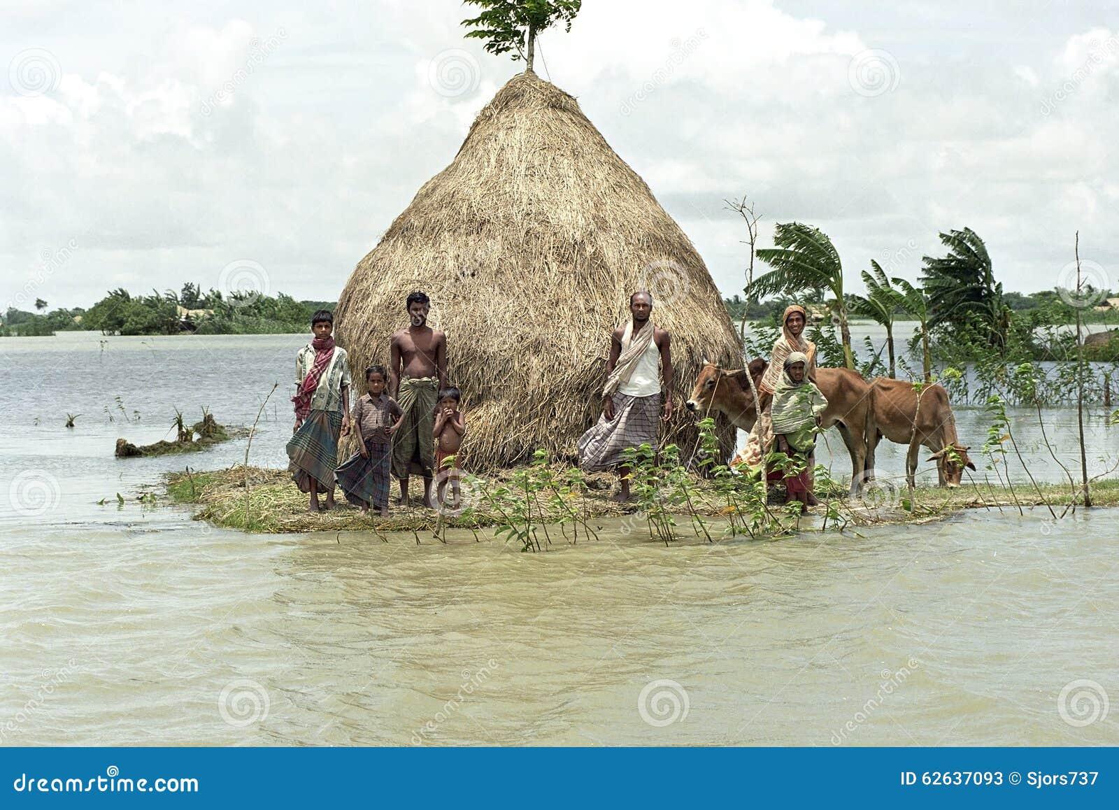 Inundando no delta Bangladesh, alterações climáticas