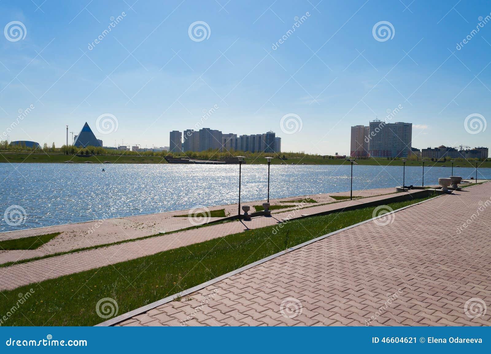 Invallning på den Ishim floden i Astana