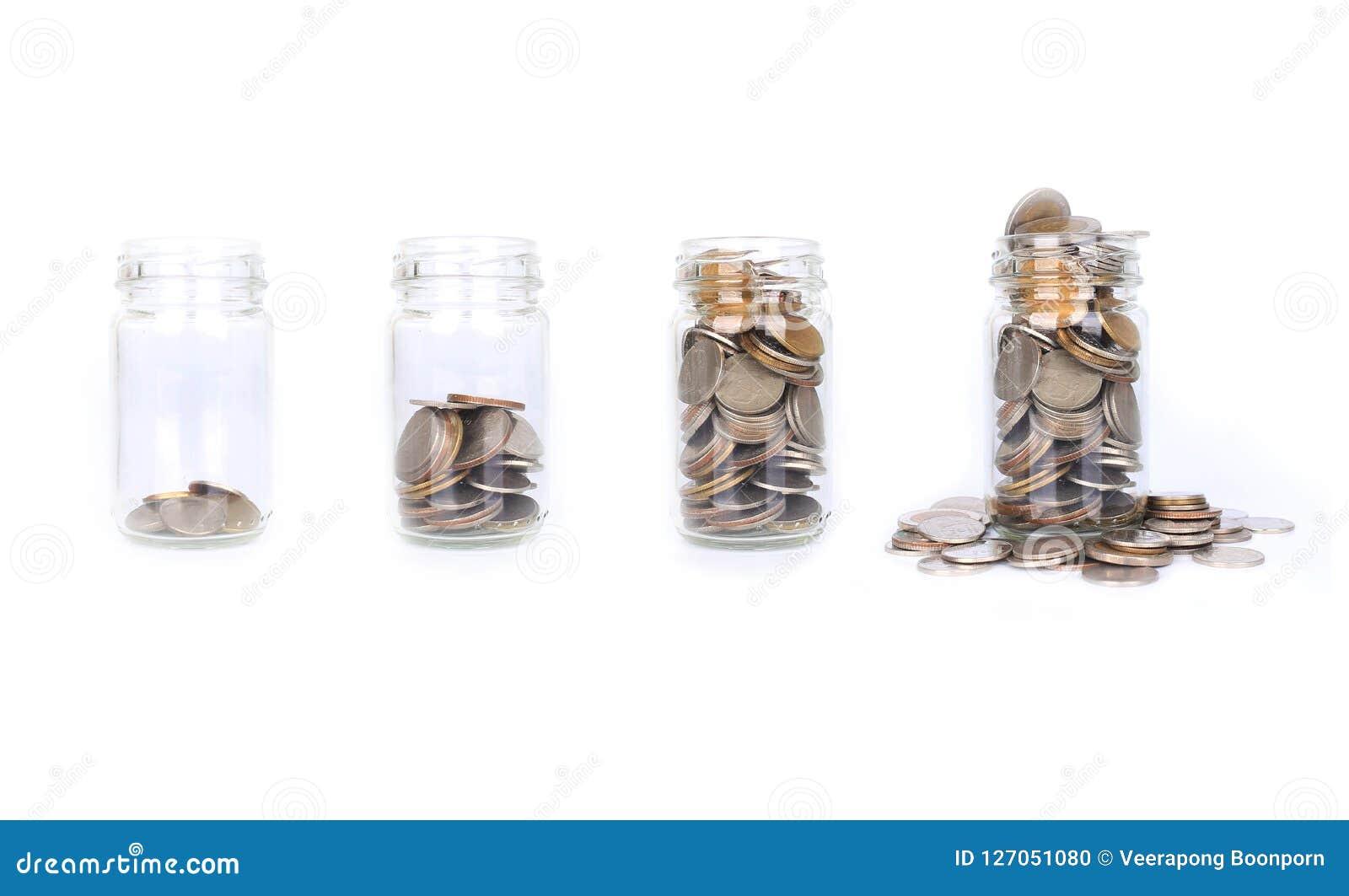 Invente o dinheiro na etapa da garrafa de vidro de vazio a completamente, o conceito sav