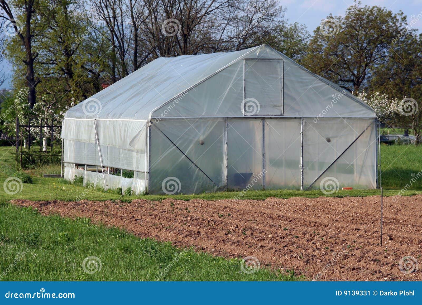 Invernadero en el campo imagen de archivo imagen de for Invernadero en casa