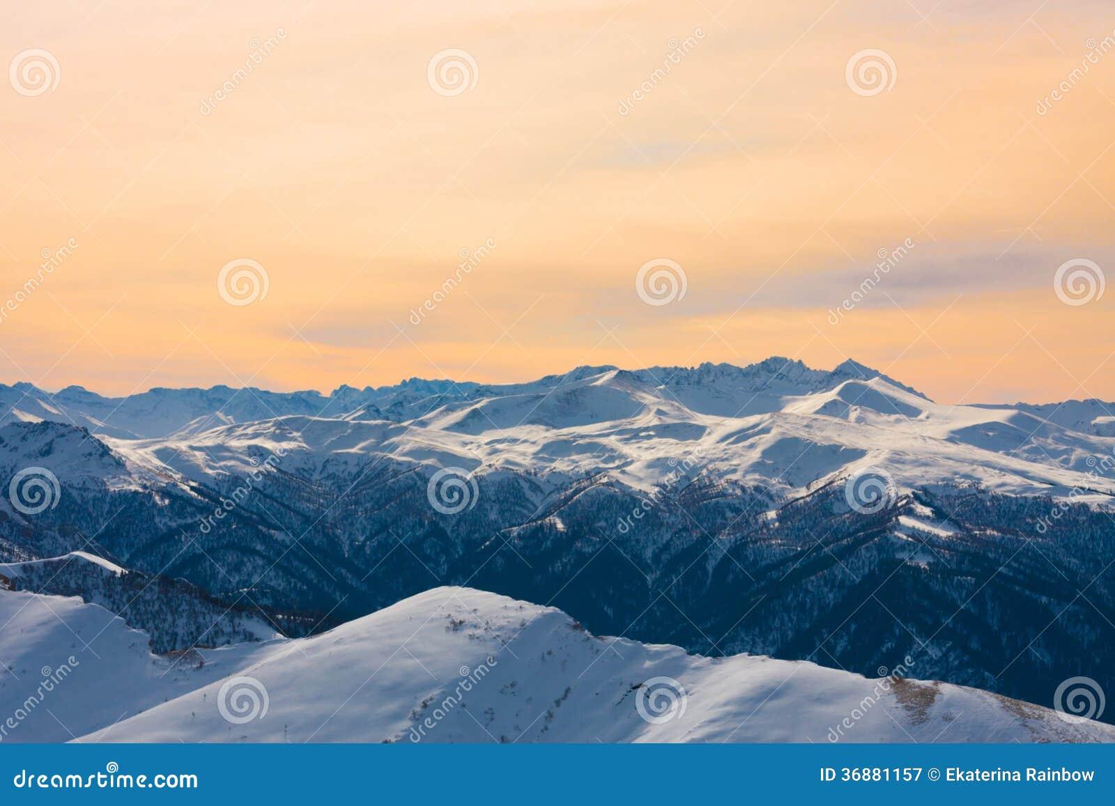 Download Inverno Di Tramonto Della Montagna Immagine Stock - Immagine di alpino, caucaso: 36881157