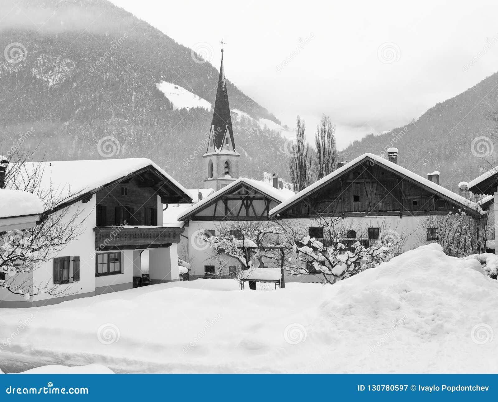Inverno pesante nel villaggio di Pfunds, il Tirolo, Austria