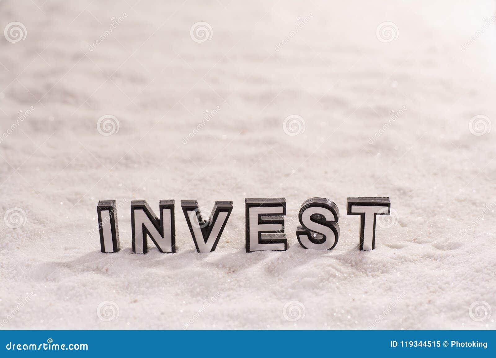 Investeer woord op wit zand