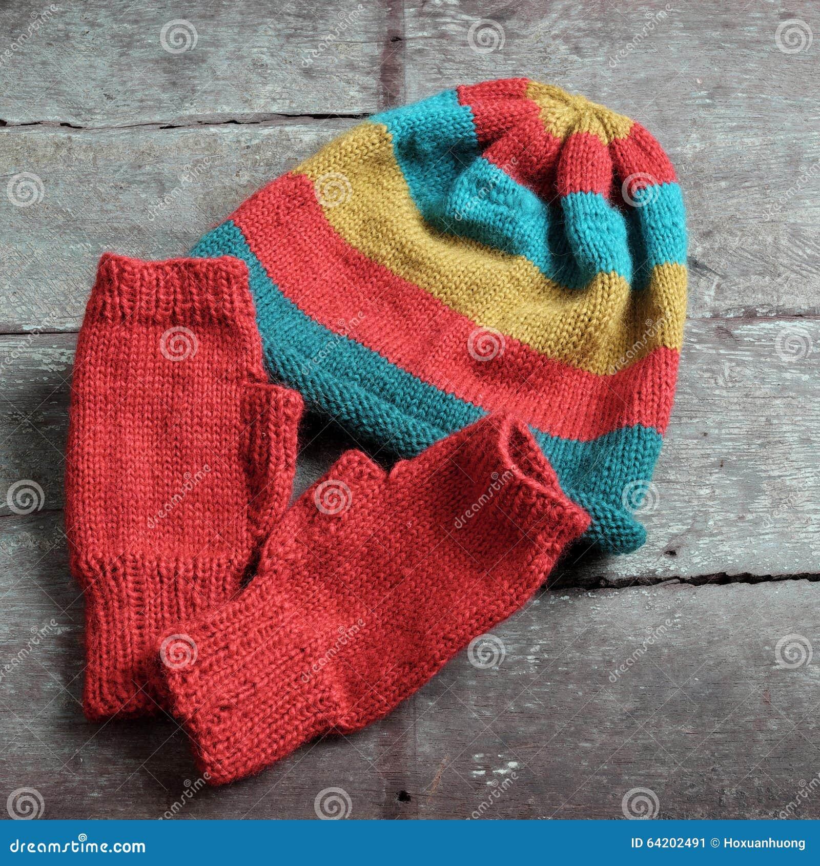 Invierno, guantes hechos punto, sombrero de punto