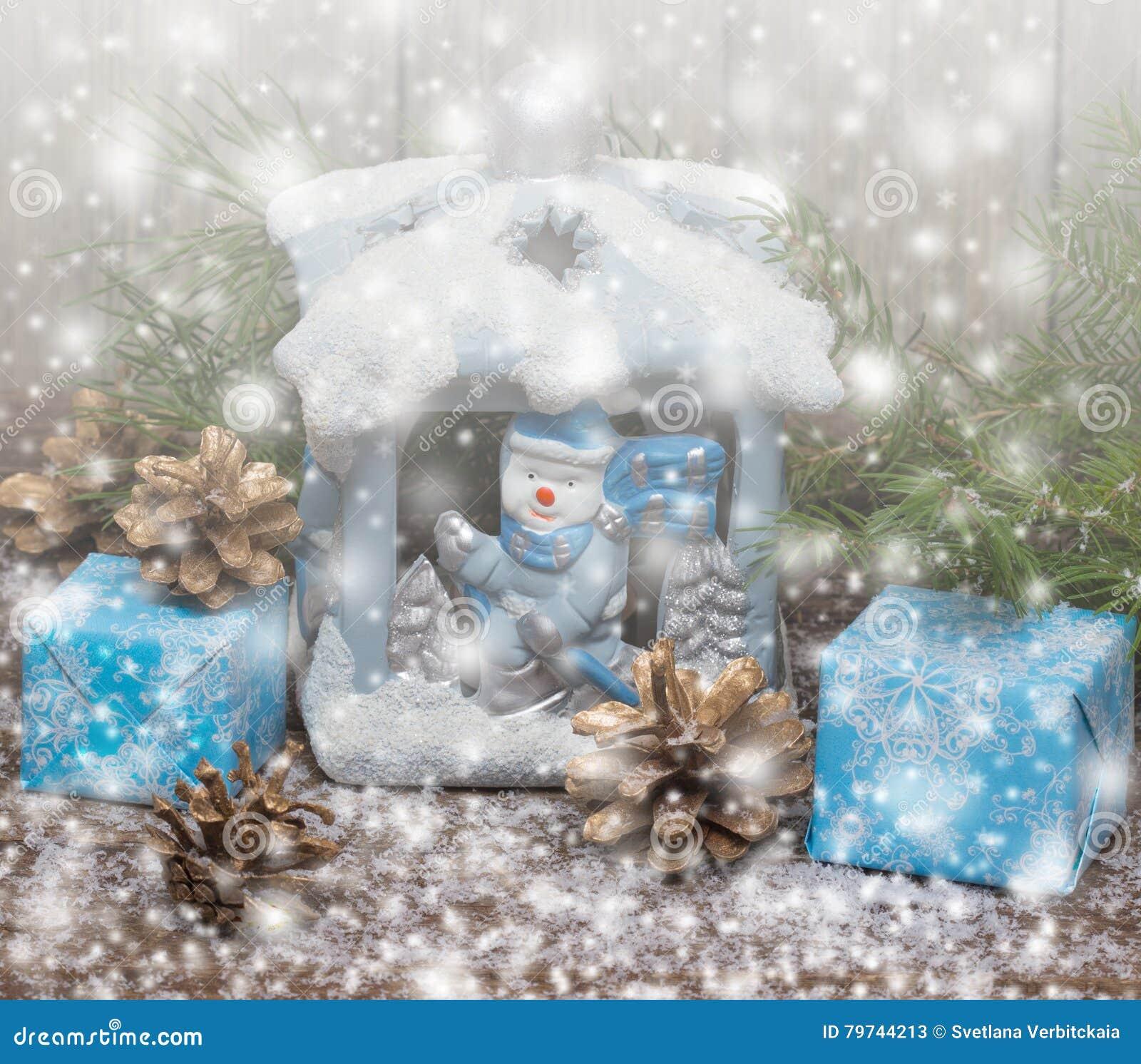 Invierno Regalos de la Navidad Fondo de madera con las nevadas exhaustas entonado