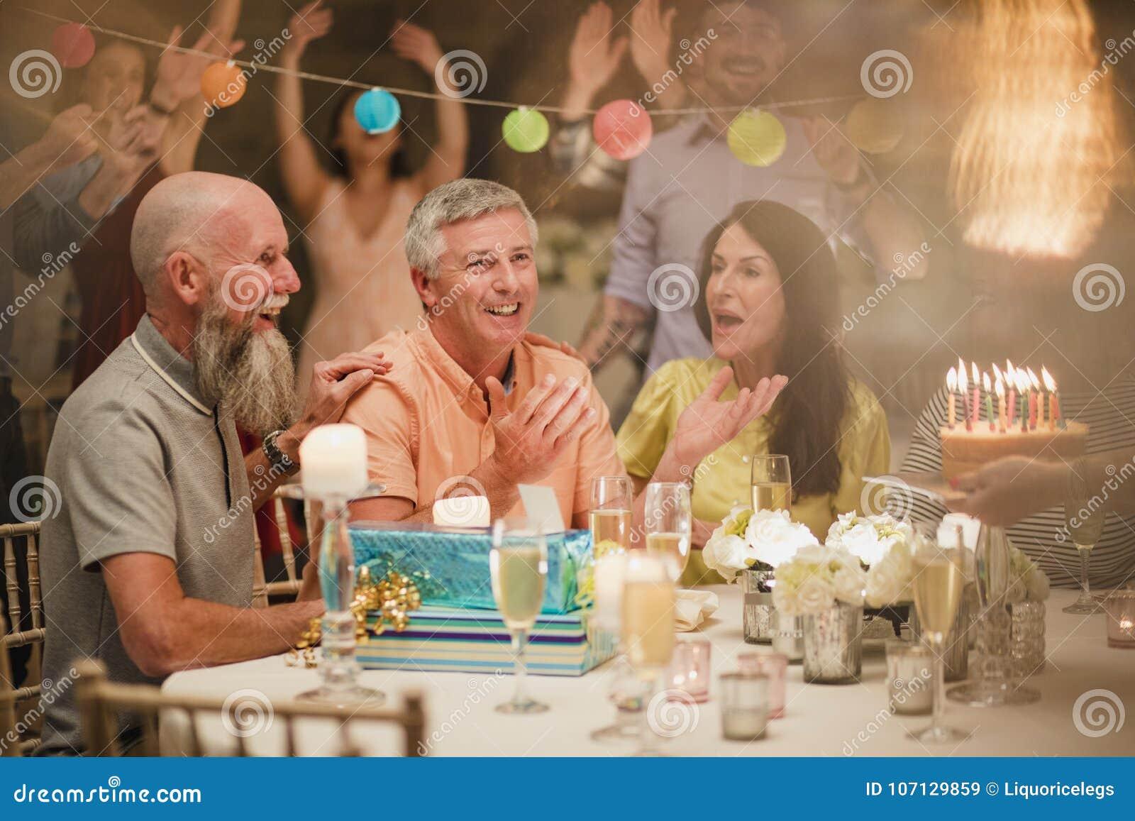 Invitación del cumpleaños de la sorpresa