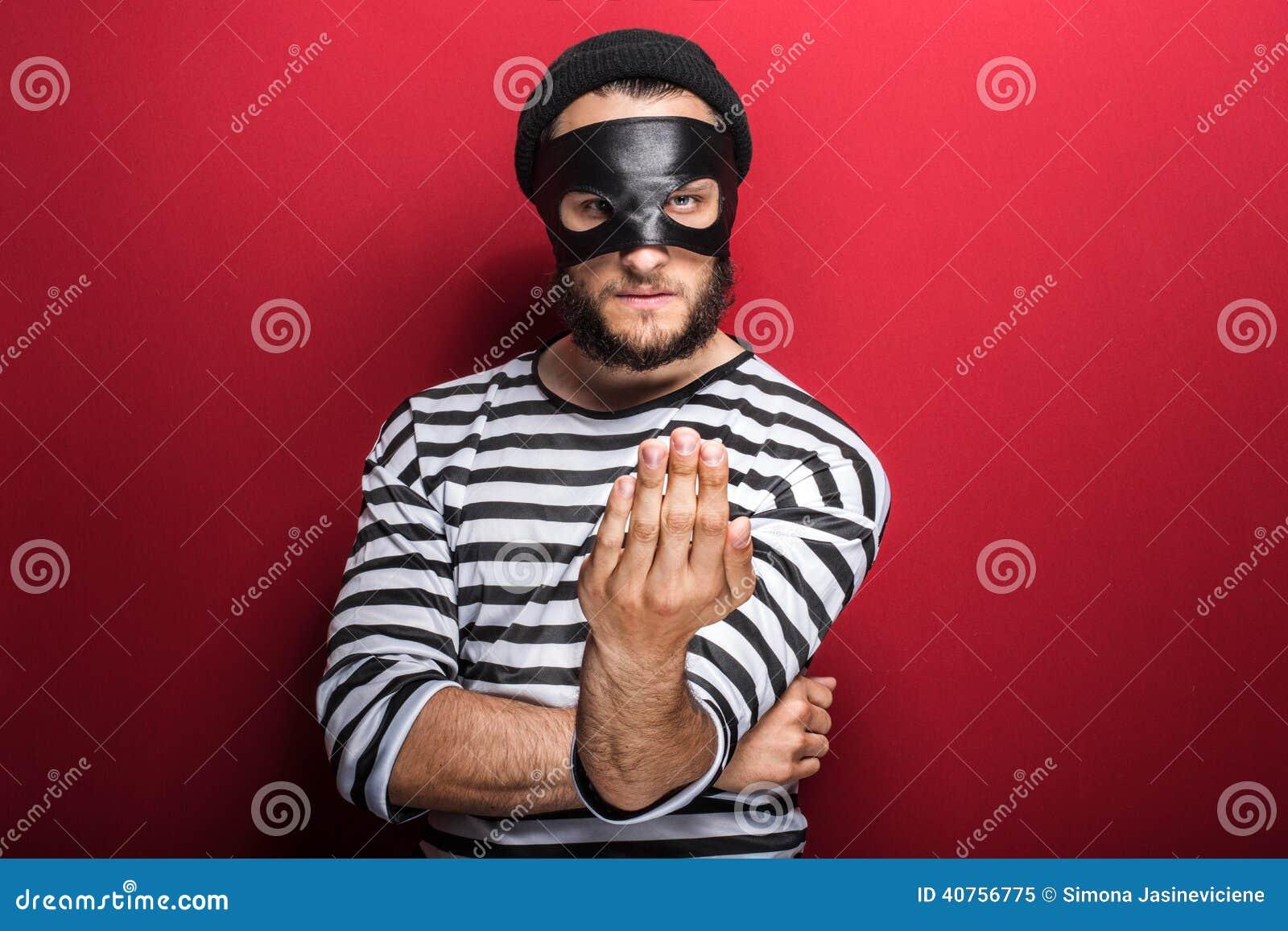 Invitation criminelle fâchée avec la main