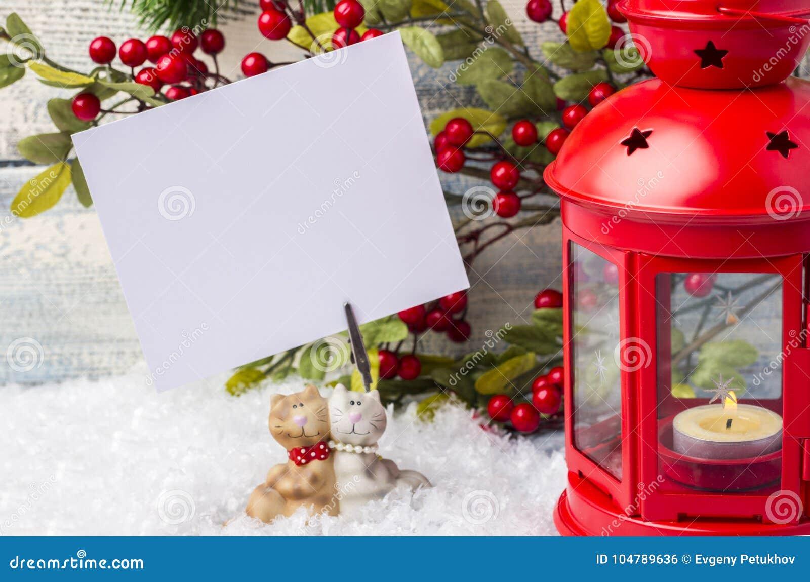 Invitation d an neuf Arbre rouge de chandelier et de Noël de brin Le thème de la nouvelle année et du Noël