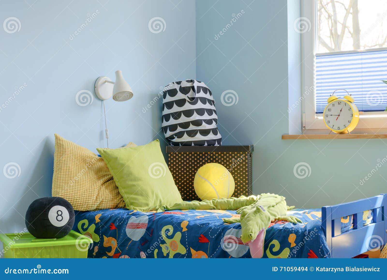 Angolo Del Letto : Invito dangolo del letto per avere un resto fotografia stock