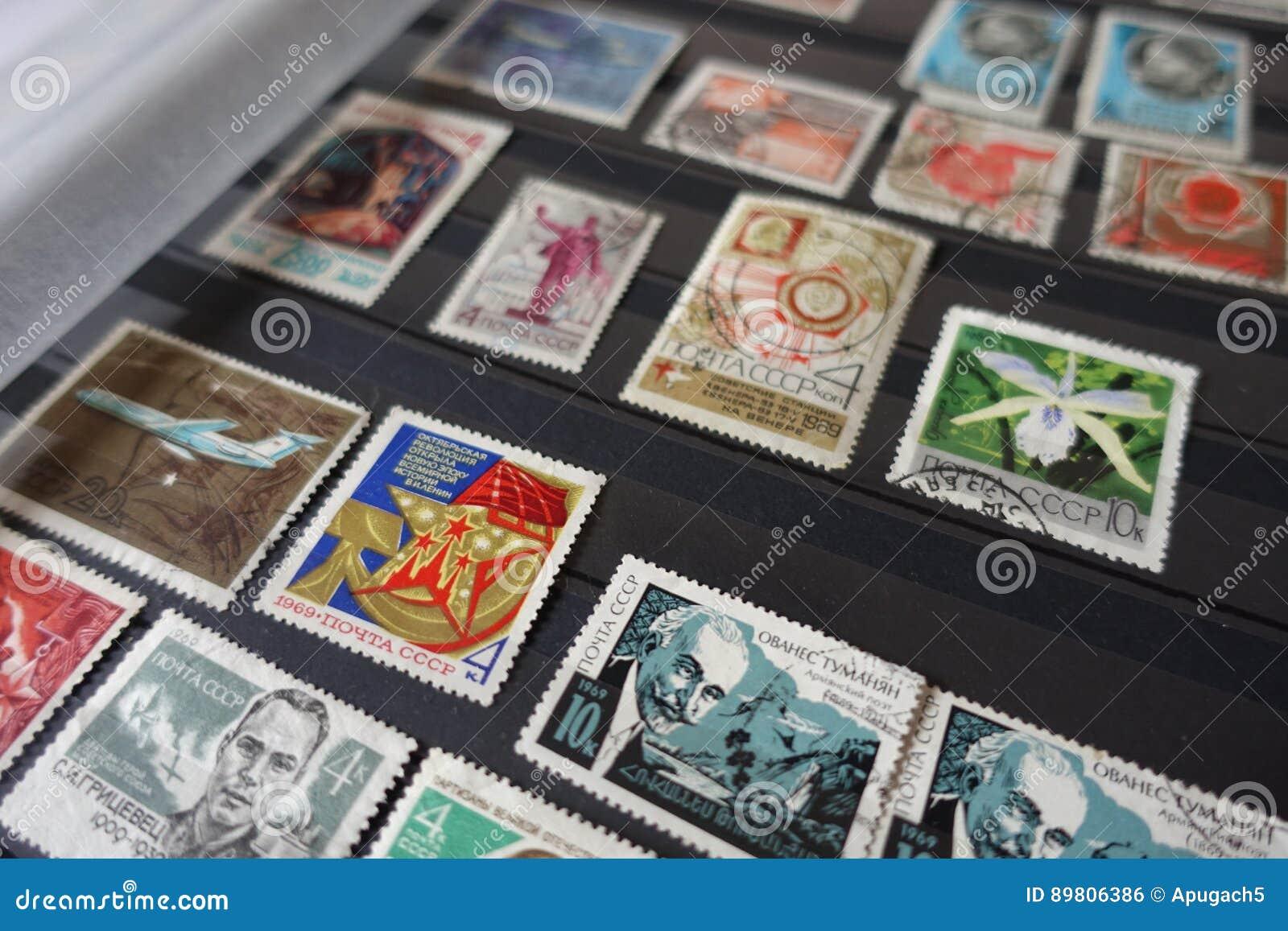 Inzameling van oude sovjetzegels in album