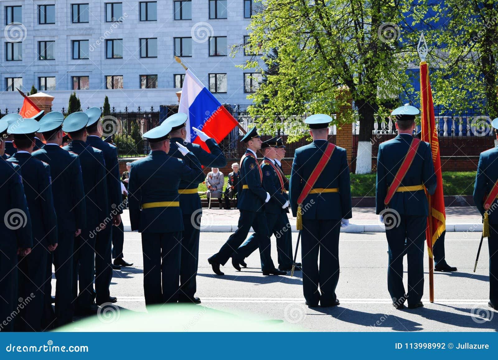 Iochkar-Ola, Russie - 9 mai 2016 Victory Parade Les soldats démontrent leur promptitude pour défendre leur patrie