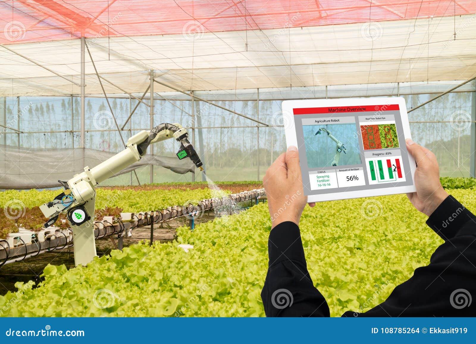 Iot przemysłu mądrze robot 4 (0) rolnictw pojęć, przemysłowy agronom, rolnik używa oprogramowanie Sztucznej inteligenci technolog