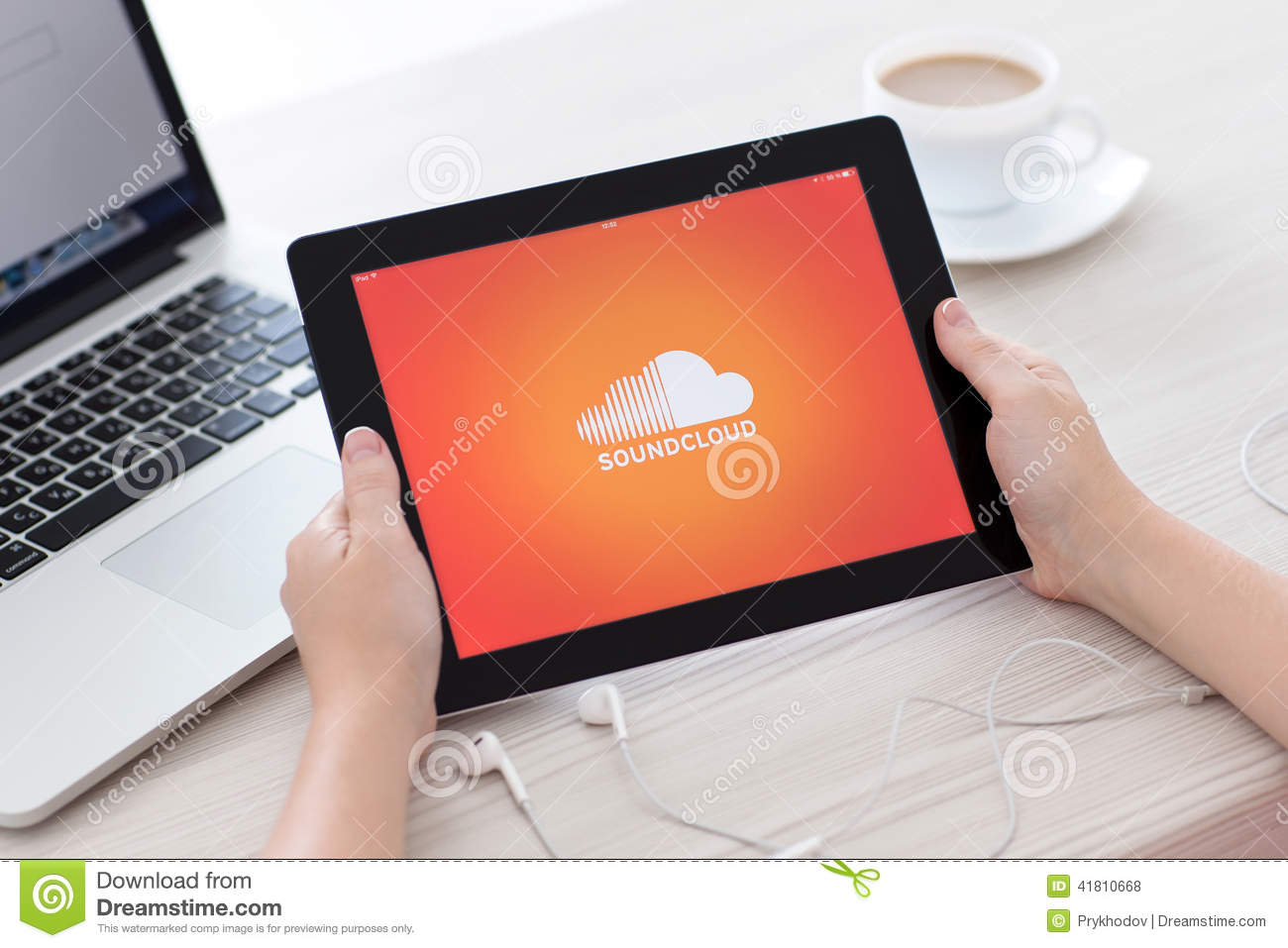 how to download song from soundcloud using ipad