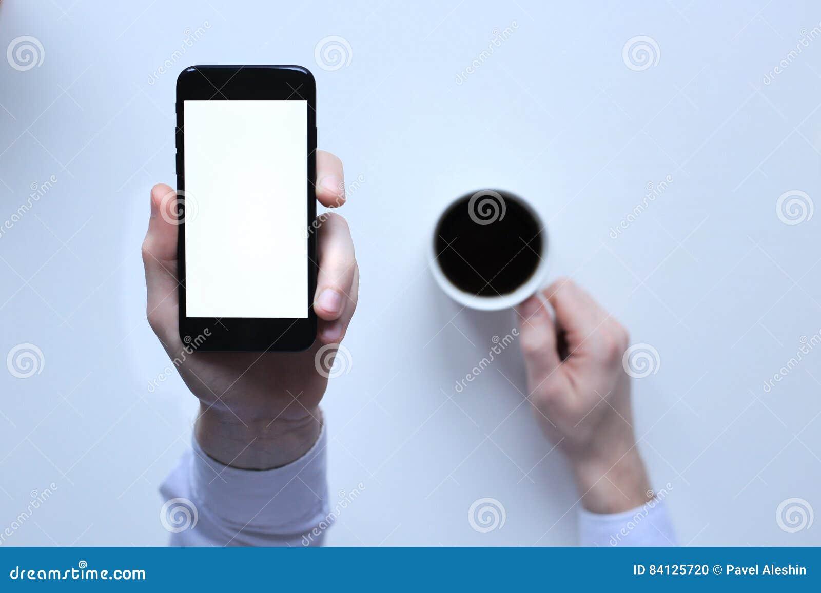 Iphone 7 A Disposition Sur Un Fond Blanc Cuvette De Cafe Blanche