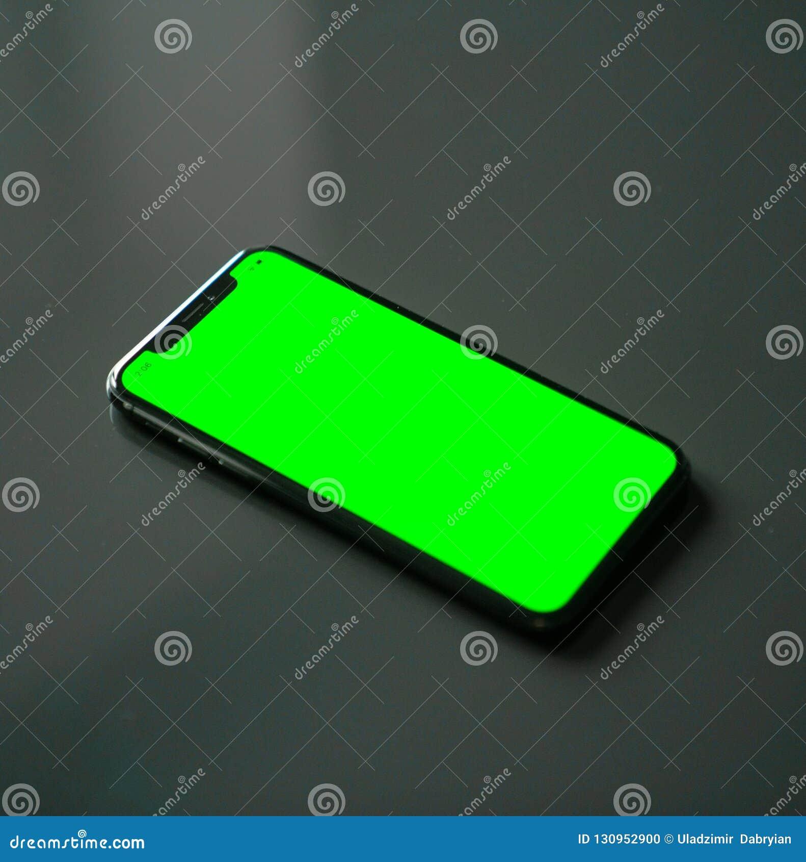 Iphone X Ecran Vert Sur Un Fond Gris Photo Stock Image Du Fond Iphone 130952900