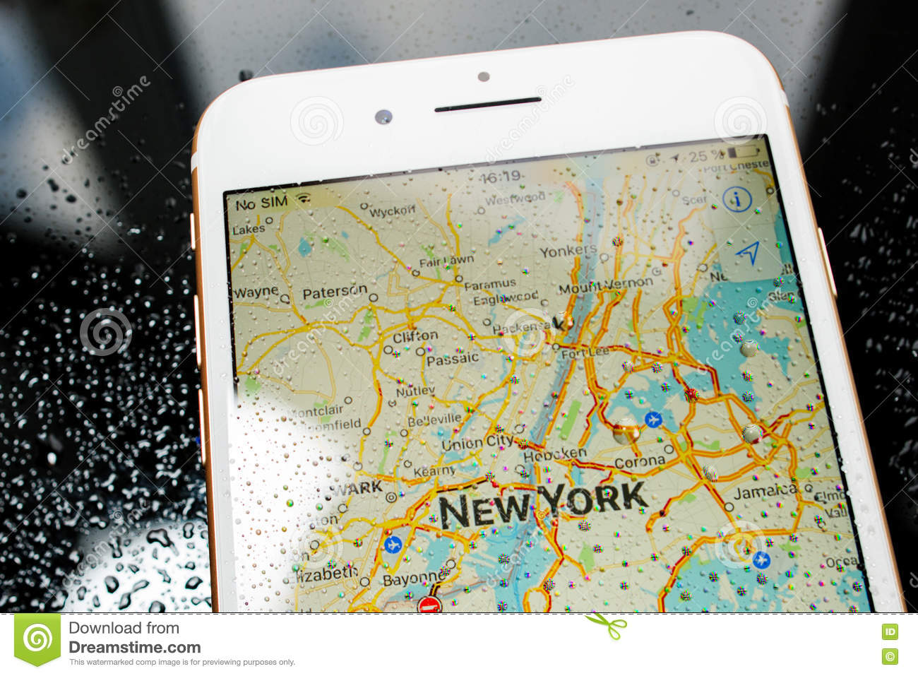 Best Nyc Map App.Iphone 7 Plus Waterproof New York Map In Maps Apps Editorial Stock
