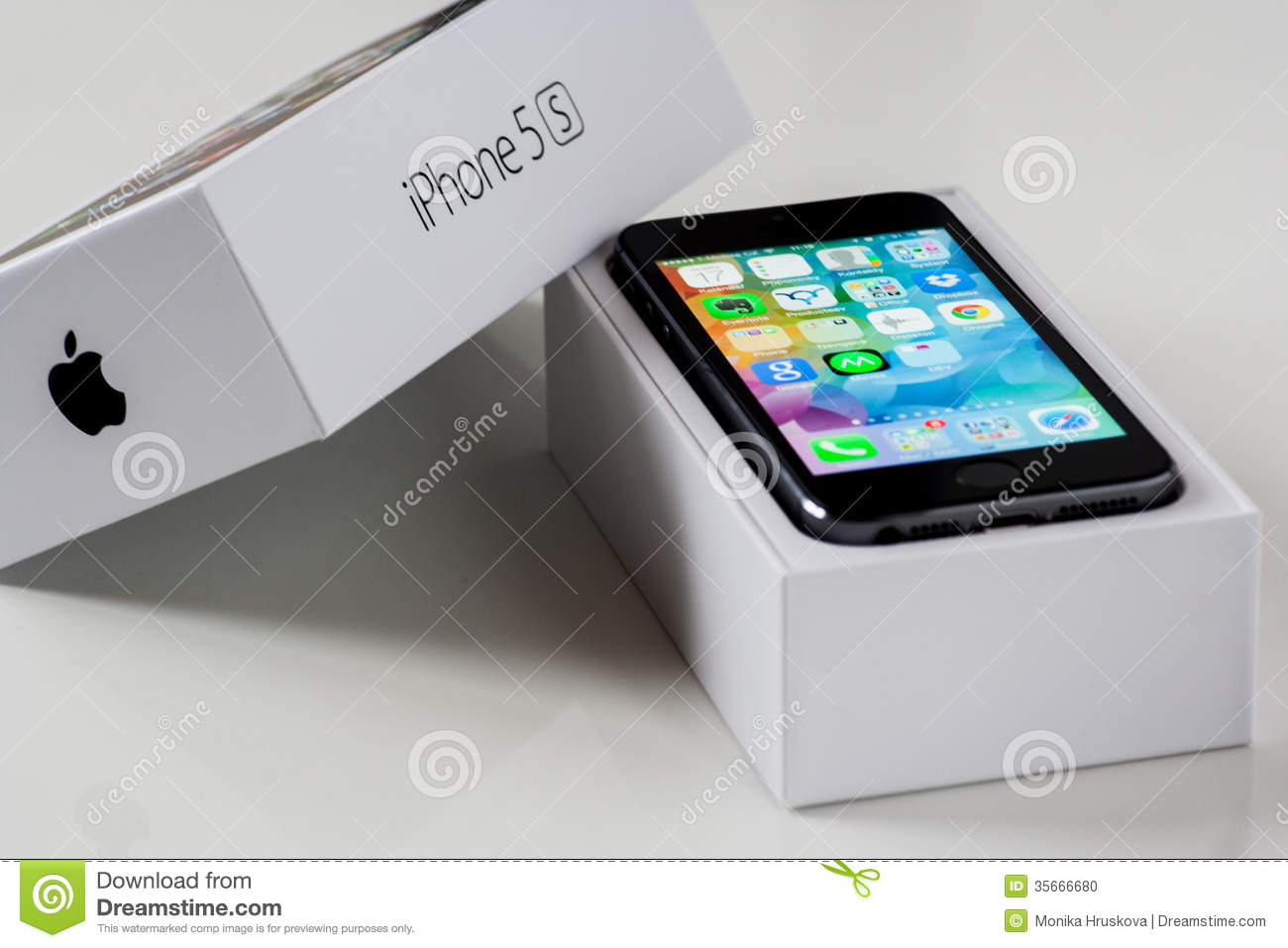 IPhone 5S with the box editorial image. Image of five - 35666680 8b7d6f418d