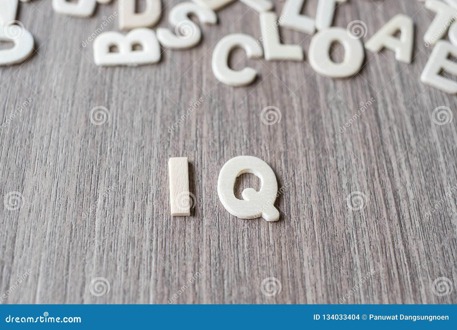 IQ słowo drewniani abecadło listy Biznes i pomysł