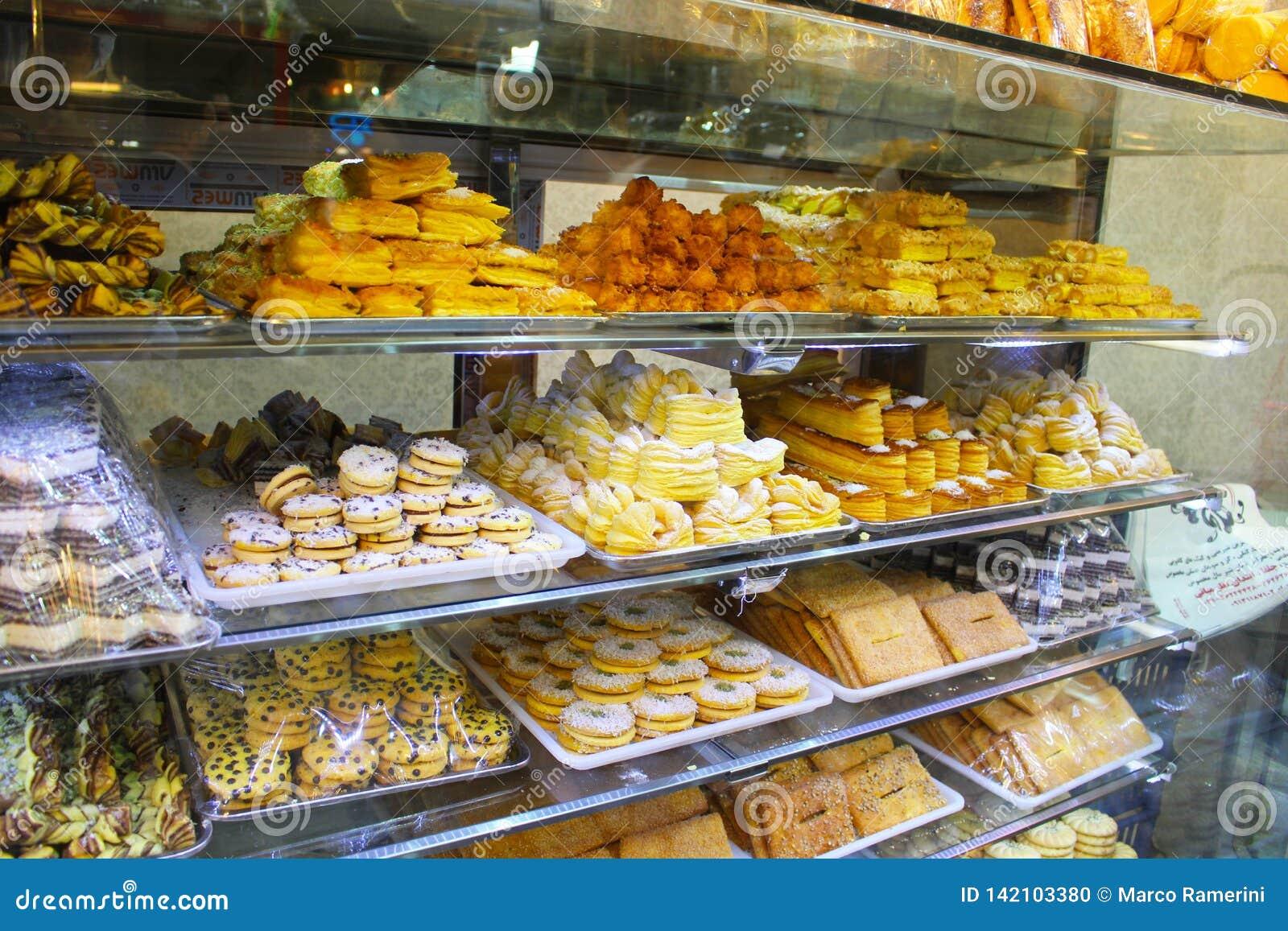 Iraanse snoepjes in een winkel, Isphahan, Iran