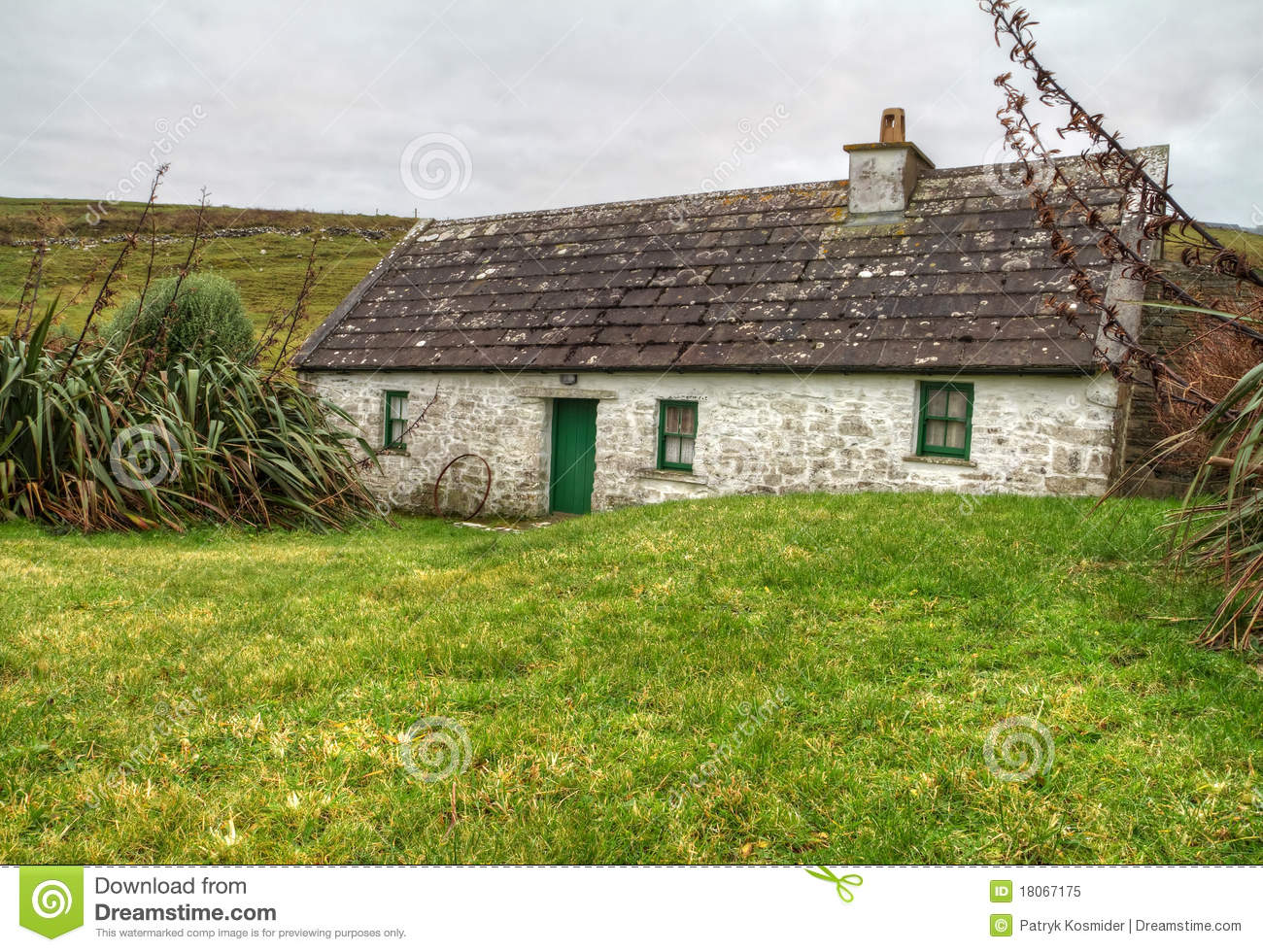 Irish country house stock image image of cottage gaelic for Traditional irish cottage designs