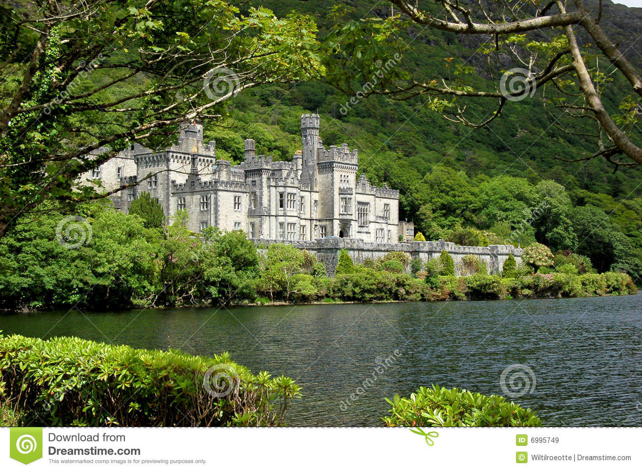 Irish lake kylemore abbey