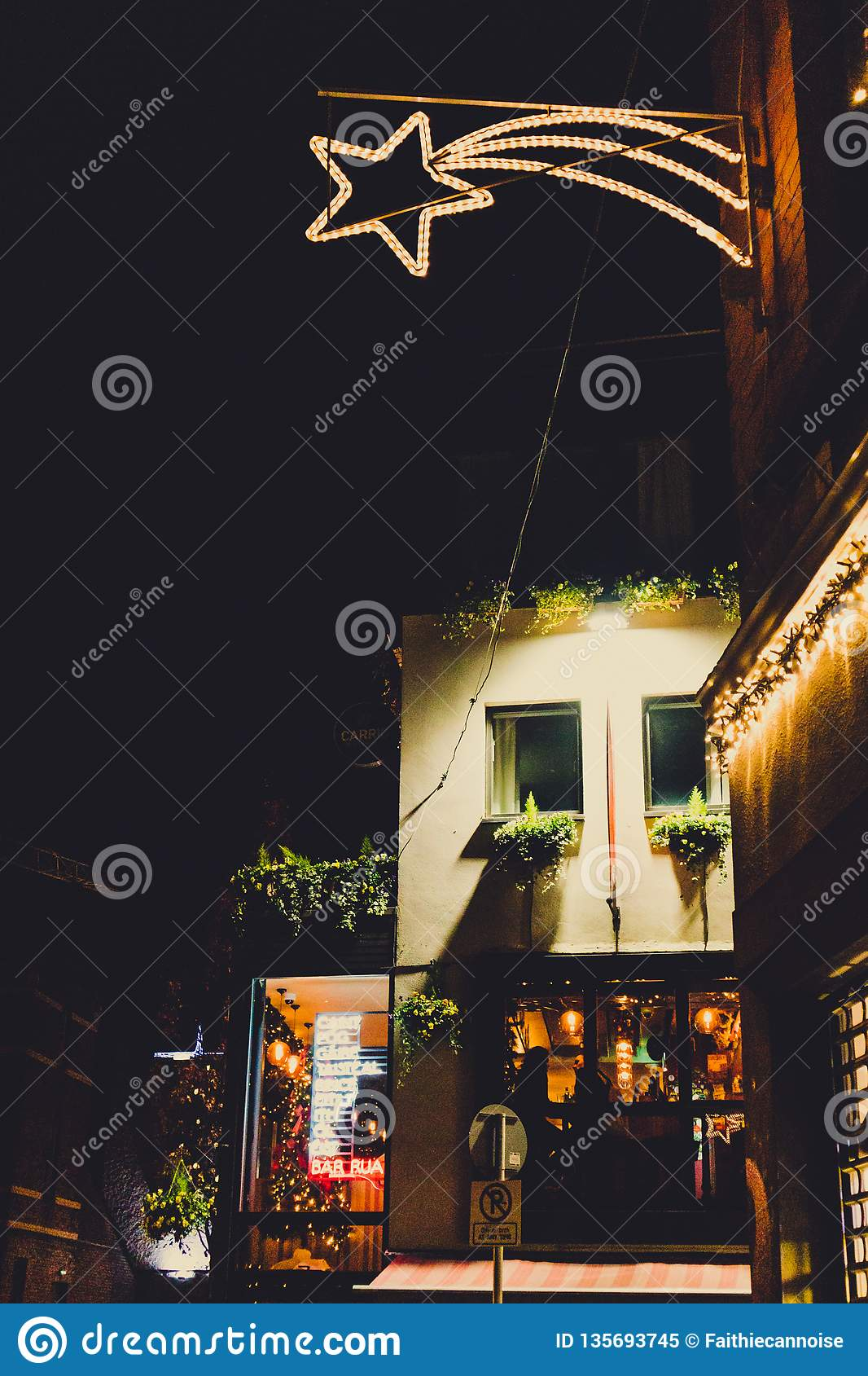 Irish Pub With Christmas Decorations In Dublin City Centre ...