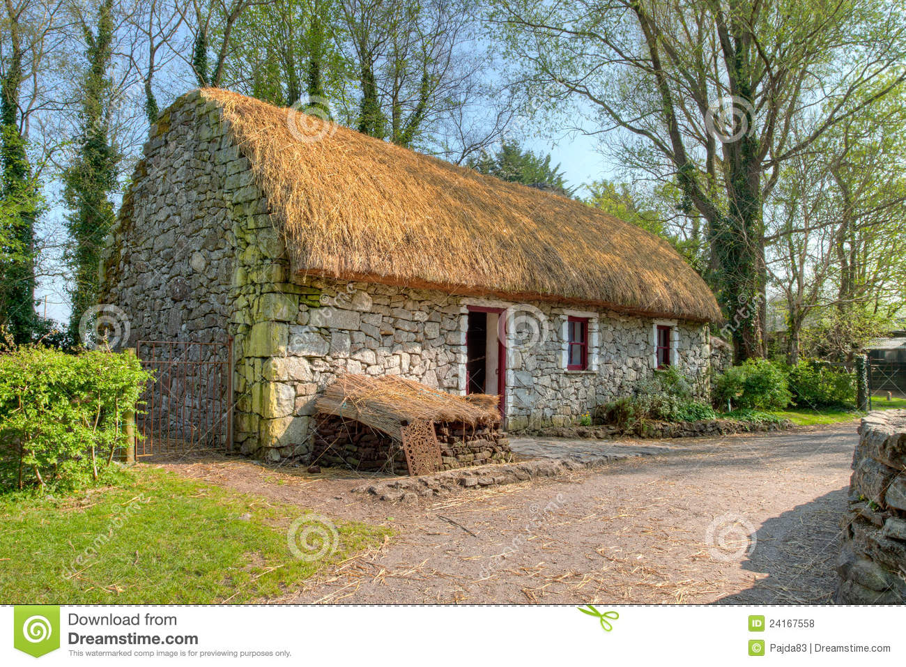 Irish traditional cottage house of bunratty royalty free for Traditional irish cottage designs