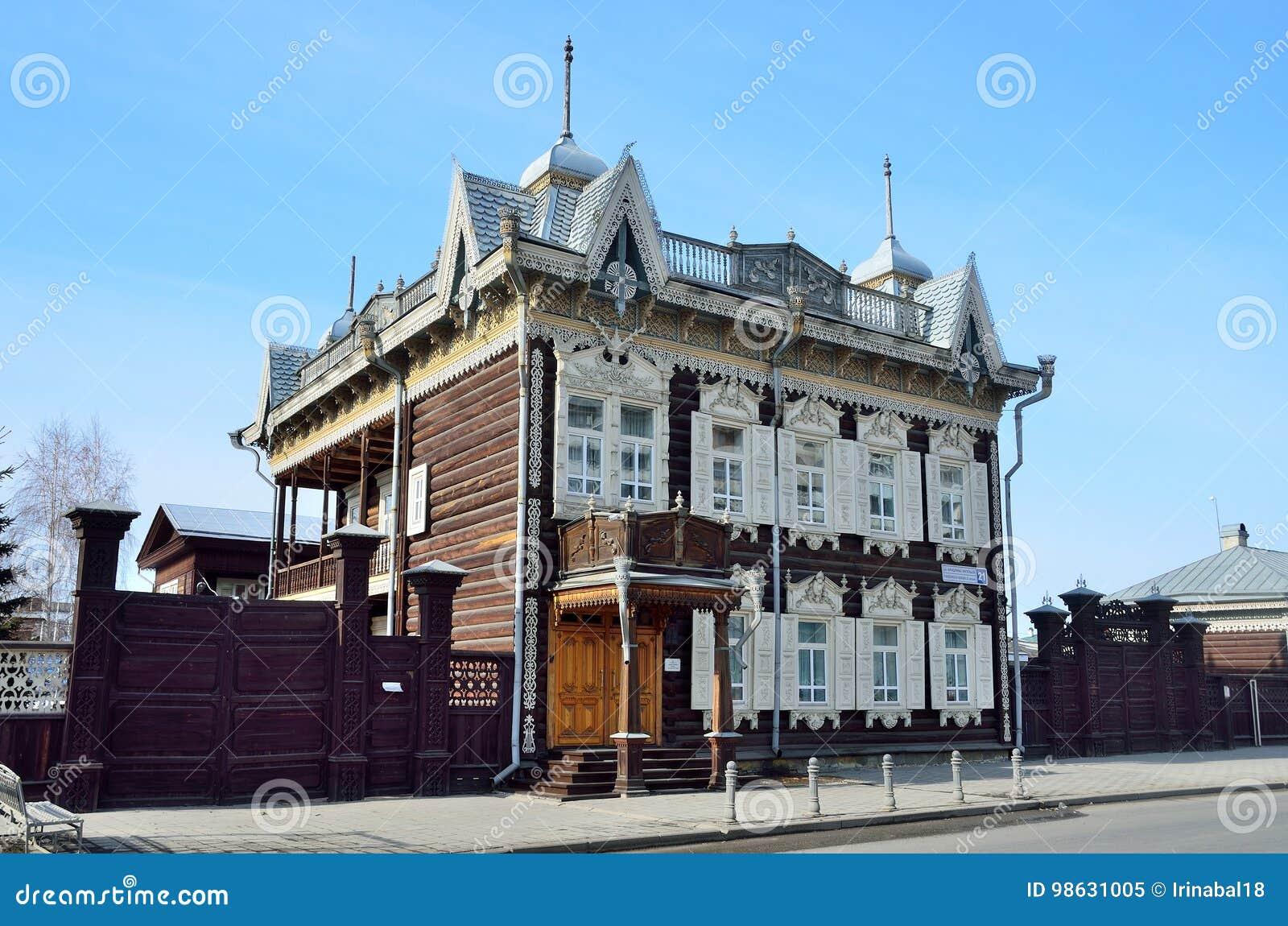 Irkutsk Ryssland, mars, 16, 2017 Hus för spets- ` för ` träav den handels- Shastin i Irkutsk Gata av Friedrich Engels, hus, 21