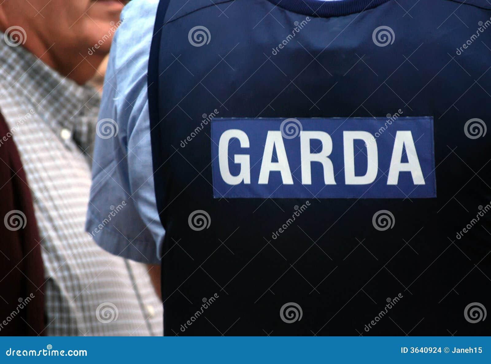 Irländsk polislikformig för garda