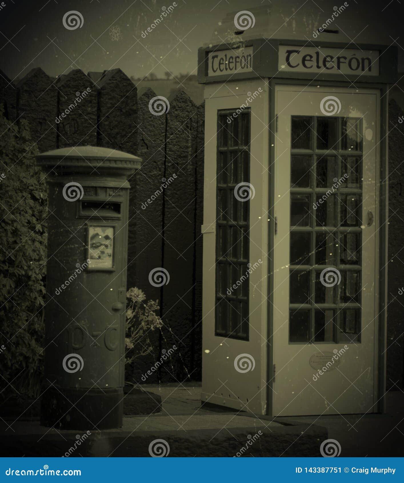 Irländsk tappningpostbox/telefonask