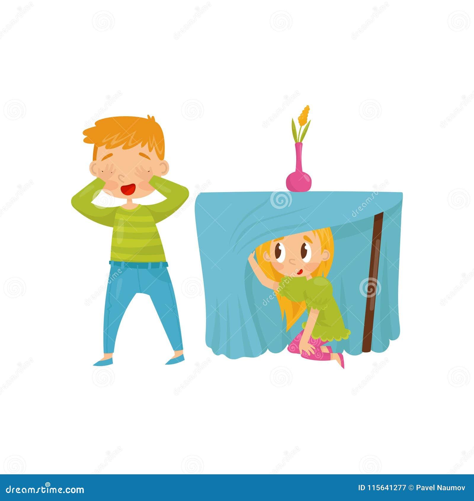 Irmão e irmã que jogam o esconde-esconde Menina que esconde sob a tabela Olhos de fechamento do menino com suas mãos Projeto liso