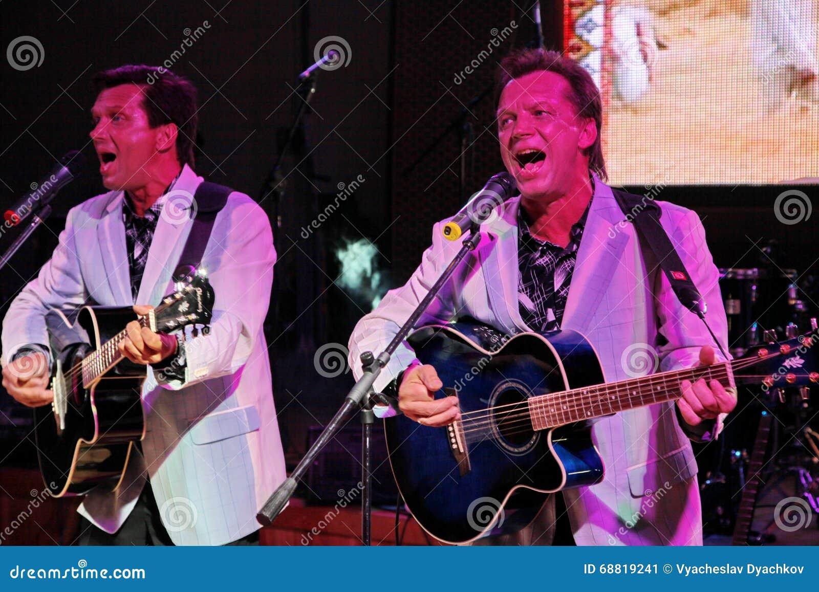 Irmãos gêmeos Alexander e Eugene Anufriev dos atores da Em-fase